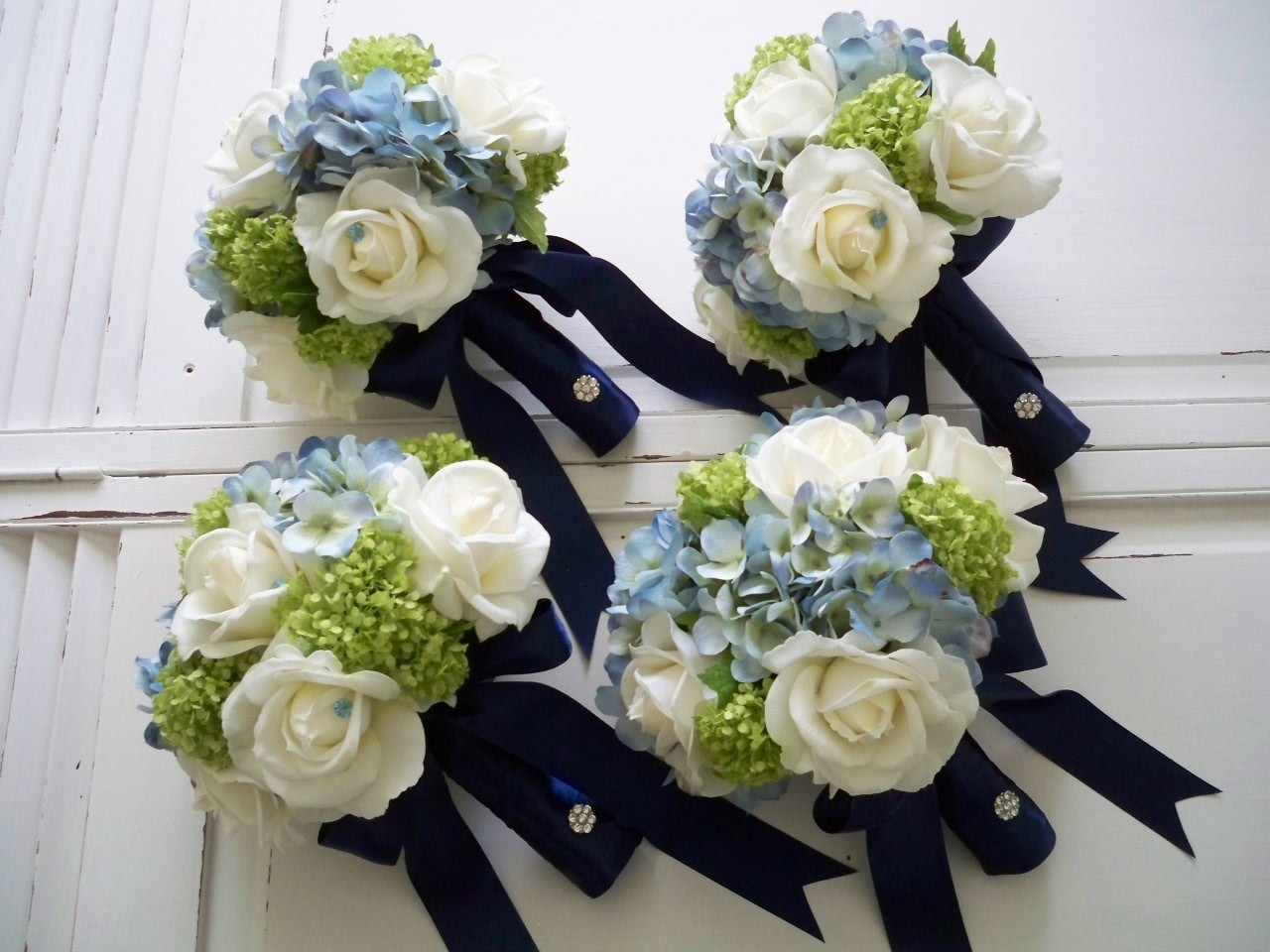 white-roses-with-green-and-blue-hydrangeas.jpg